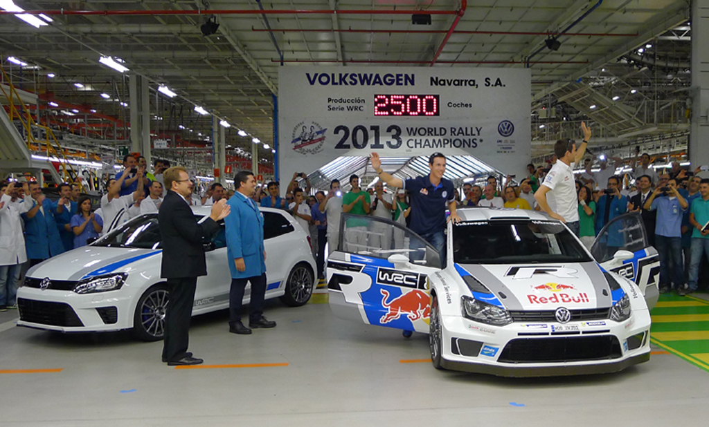 BACK TO THE ROOTS OF THE POLO R WRC: WORLD CHAMPIONS* VISIT PLANT IN PAMPLONA