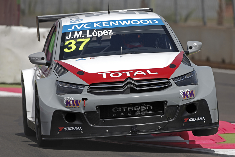 CITROËN WTCC TEAM IMPRESS IN FIRST TEST