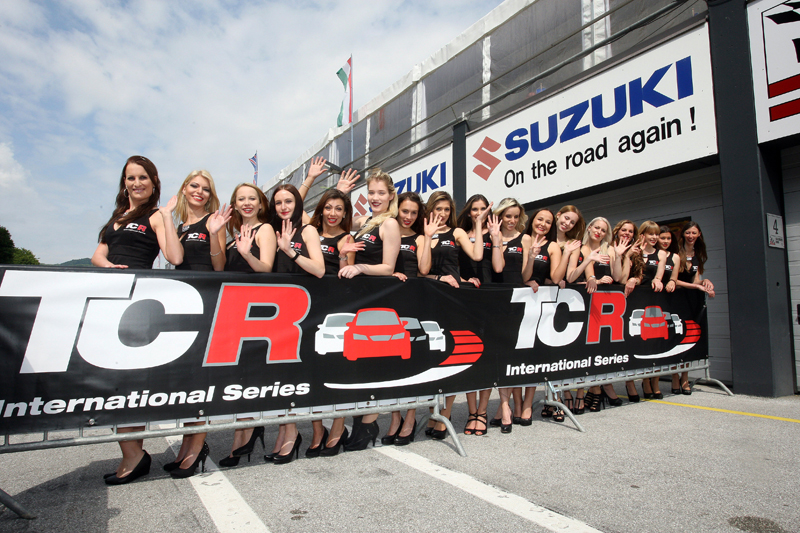 31.05.2015 - Race 1, Grid Girls
