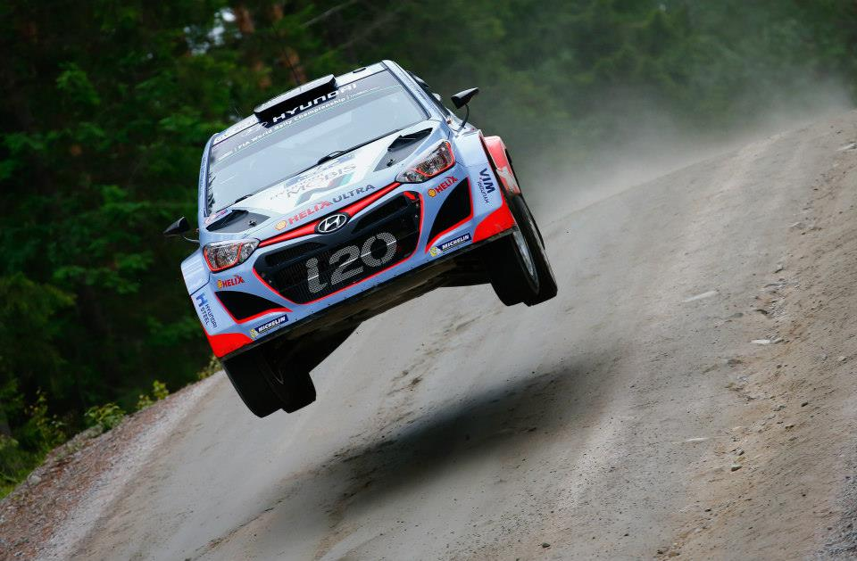FIA WORLD RALLY CHAMPIONSHIP (WRC 2015): HYUNDAI SHELL WORLD RALLY TEAM – IMPROVEMENT AND FRUSTRATION FOR HYUNDAI MOTORSPORT ON PENULTIMATE DAY OF RALLY FINLAND