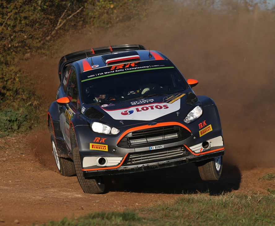 FIA WORLD RALLY CHAMPIONSHIP (WRC 2015): RALLY DE ESPAÑA – RK WORLD RALLY TEAM – KUBICA LEADS ON GRAVEL FOR THE FIRST TIME WITH NEW PIRELLI TYRE