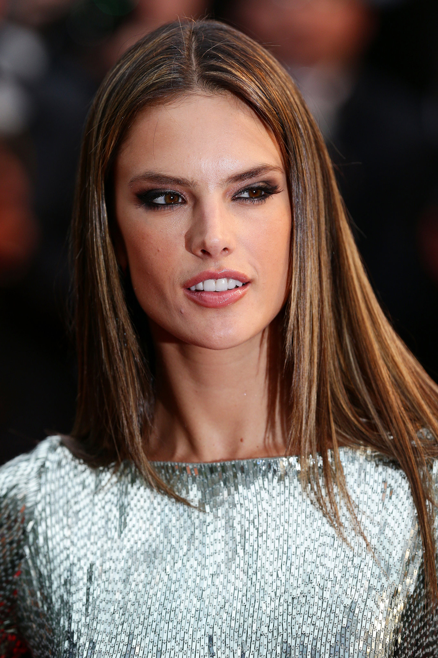 Alessandra-Ambrosio-styled-her-hair-pin-straight-All-Lost