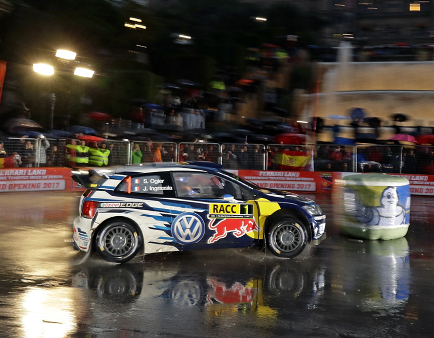 LA EMOCIÓN – VOLKSWAGEN UNDERWAY AT THE RALLY SPAIN IN FRONT OF THOUSANDS OF FANS IN BARCELONA