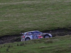 FIA WORLD RALLY CHAMPIONSHIP (WRC 2015): WALES RALLY GB – VOLKSWAGEN RED BULL MOTORSPORT – OGIER LEADS, MIKKELSEN OF COURSE FOR PODIUM – VOLKSWAGEN STARTS STRONGLY AT SEASON FINALE IN WALES