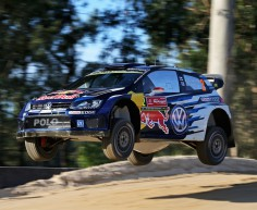 FIA WORLD RALLY CHAMPIONSHIP (WRC 2015): VOLKSWAGEN RED BULL MOTORSPORT – AIR RACE ON FOUR WHEELS – VOLKSWAGEN AHEAD OF AIR SHOW AT THE RALLY FINLAND