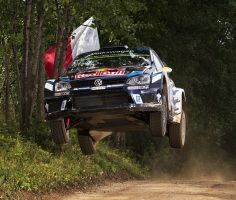THE MIKKELSEN-TÄNAK SHOW – THRILLING DUEL FOR THE LEAD AT THE RALLY POLAND